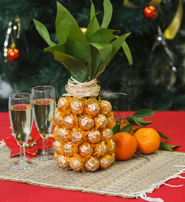 Creative gift wrap ideas champagne sparkling wine bottle chocolates pineapple
