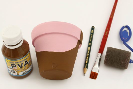 DIY garden decor idea pink piggy flower pot