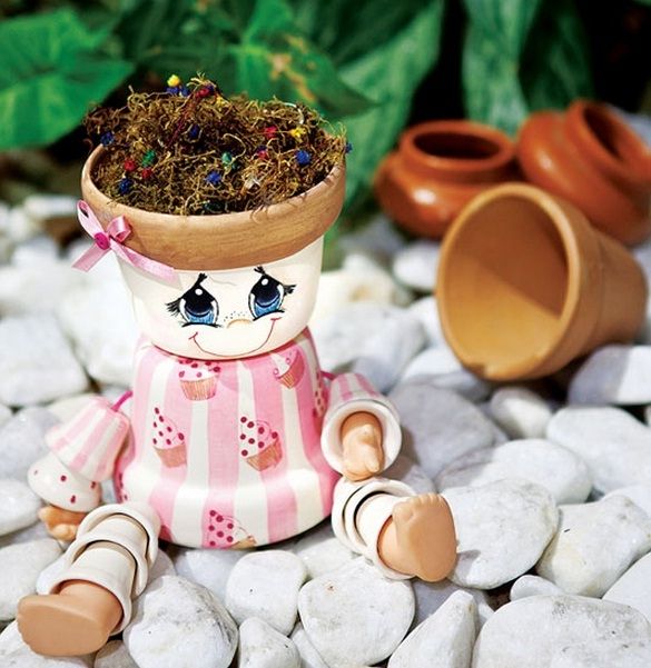 DIY garden project ideas clay flower pots dolls eyes