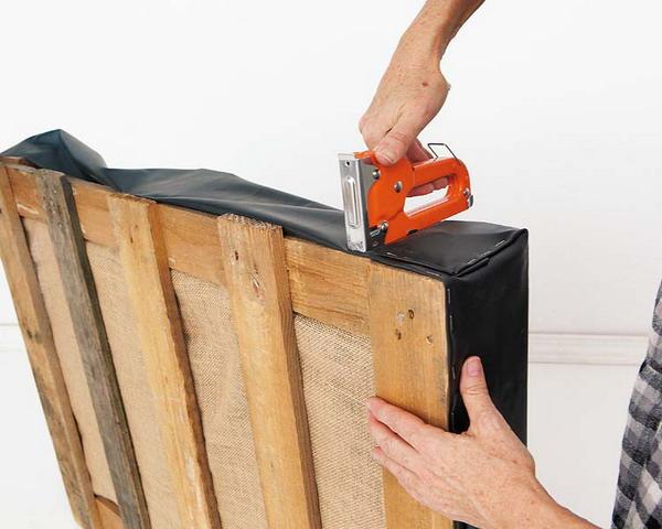 DIY pallet vertical garden burlap garden film stapler