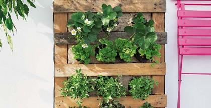 DIY-pallet-vertical-garden-strawberries-herbs-balcony-terrace