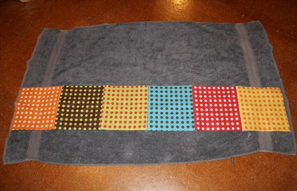 beach blanket edgings colourful dots