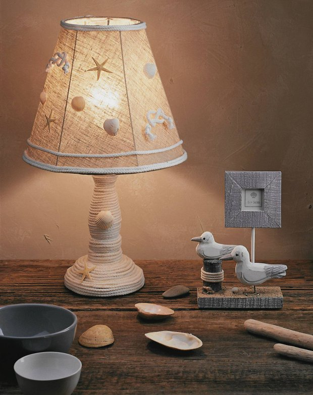 beach-home-decorating-ideas-night-table-rope-seashells