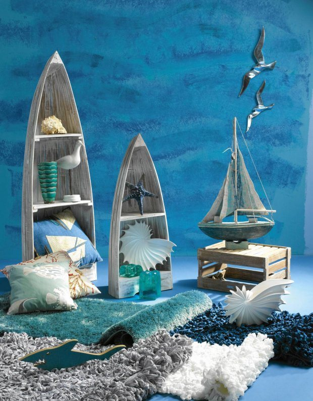 beach-home-decorating-ideas-wooden-accessories-blue-hues