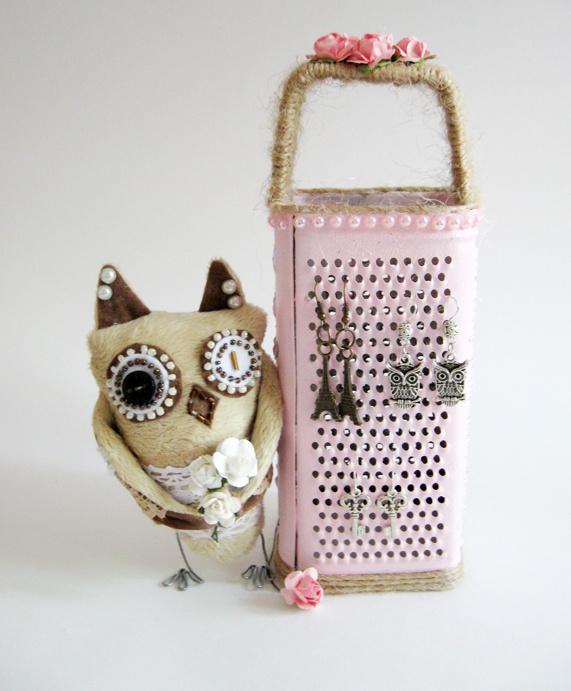 diy-jewelry-storage-ideas-earrings-pink-painted-cheese-grater-