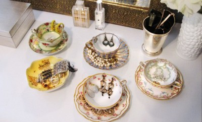 diy-jewelry-storage-ideas-vintage-porcellan-tea-set