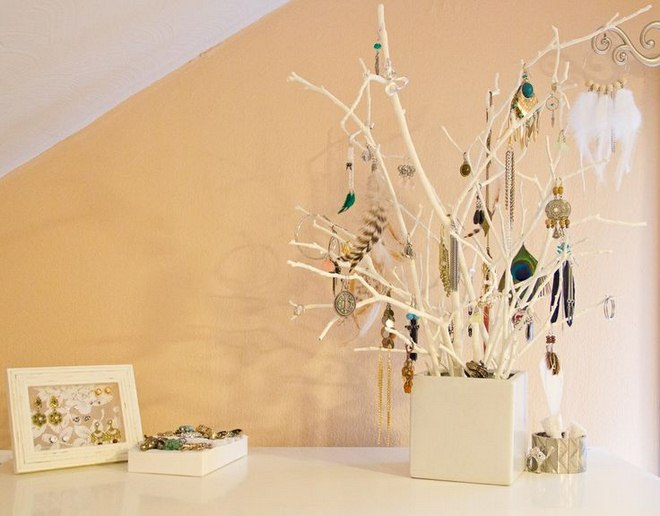 diy-jewelry-storage-ideas-white-branches-cube-vase-earrings