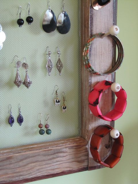 diy-jewelry-storage-ideas-wooden-frame-mesh-knobs-bracelets