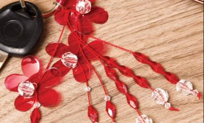 diy-keychain-red-flowers-reuse-plastic-bottles