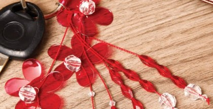 diy-keychain-red-flowers-reuse-plastic-bottles-gift-idea