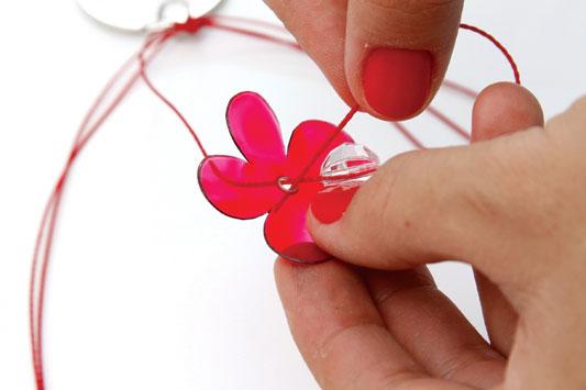 diy keyholder plastic bottles flowers beads