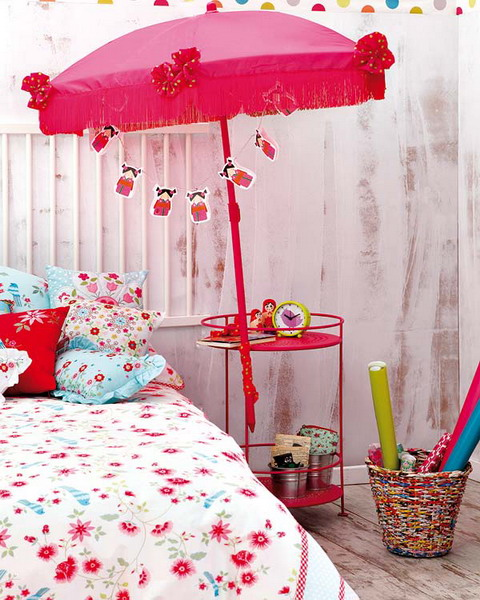 diy kids room decoration projects pink sun umbrella silk fringe garlands