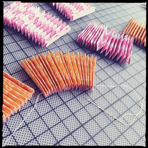 easy cupcake decorating ideas diy wheels needle thread
