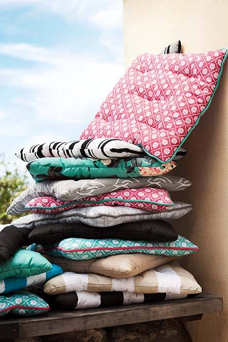 fun picnic ideas cushions-neck-roller-ribbons