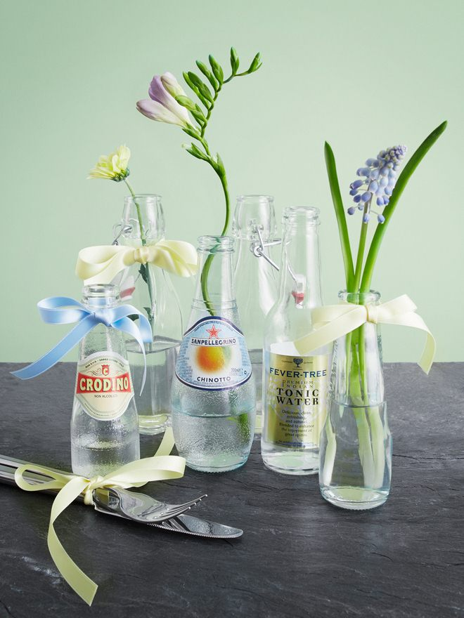 fun-picnic-ideas-lemonade-glass-bottles-vases