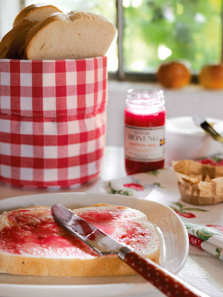 gaden party strawberry theme jam red white squares