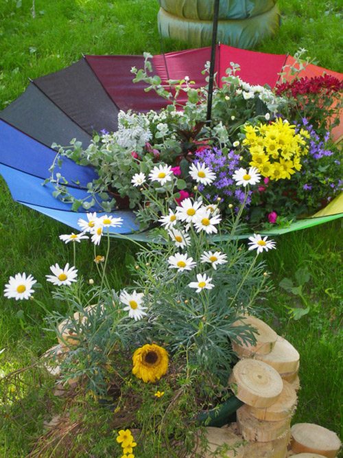 garden-decorating-ideas-colorful-umbrella-garden-decor-flowers