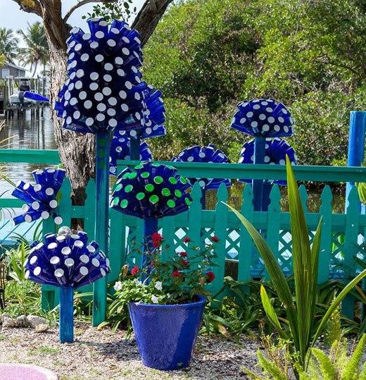 gardendecoratingideasdiyblueglassbottles