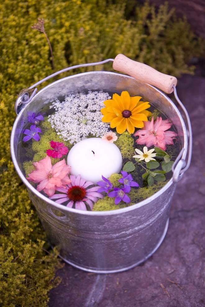 garden-decorating-ideas-diy-bucket-water-candle-flowers