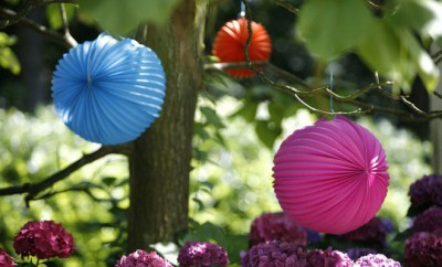 garden-decorating-ideas-diy-colorful-paper-lanterns