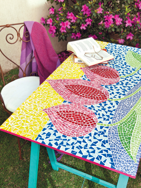garden-decorating-ideas-diy-mosaic-garden-table