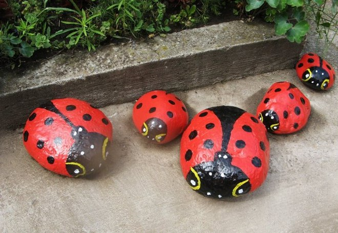 garden-decorating-ideas-diy-stones-painted-ladybugs