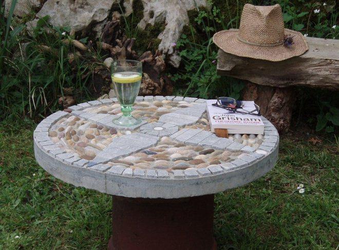 garden-decorating-ideas-diy-table-pebbles-cement