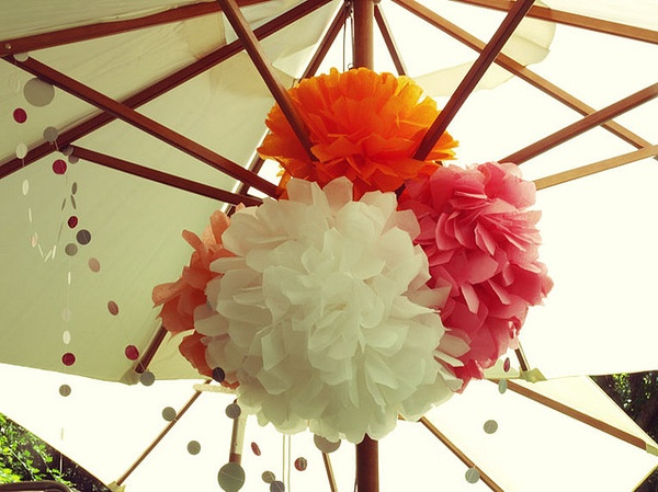 summer-garden-decoration-sun-parasol-paper-pompoms