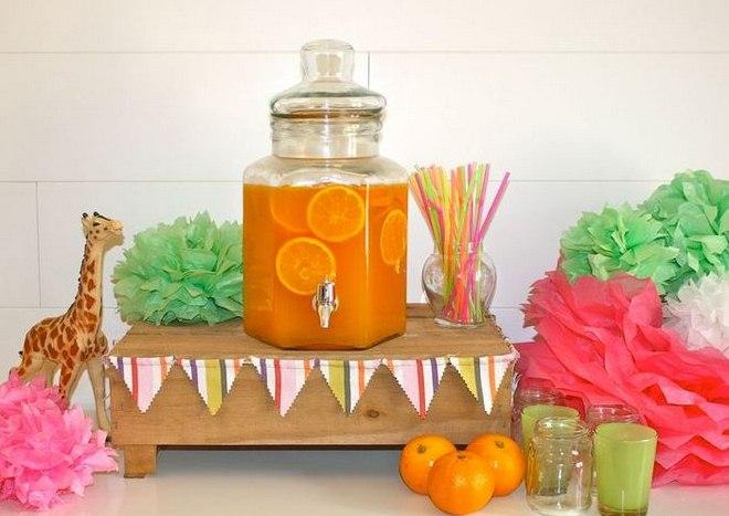 summer-garden-party-beverage-dispenser-oranges-tissue-paper-balls