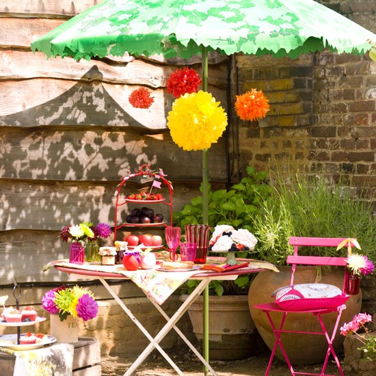 Summer garden party table decorating ideas in exotic colors - Garden table decoration ideas ...