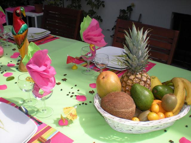 summer-garden-party-table-green-tablecloth-citrus-fruits