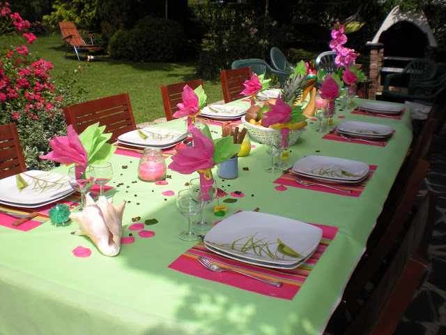 summer garden party table decorating ideas in exotic colors. Black Bedroom Furniture Sets. Home Design Ideas