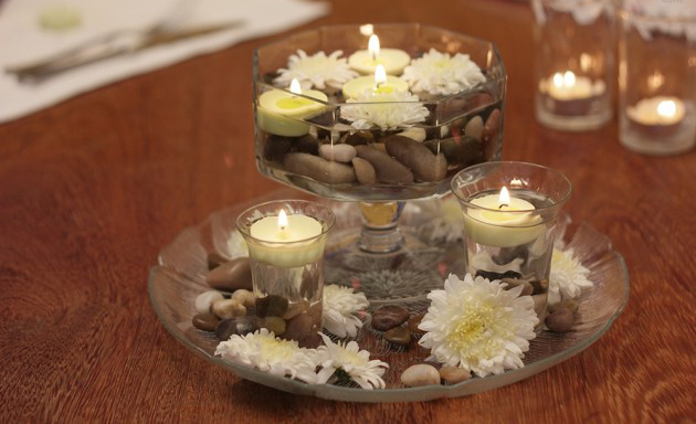 table-centerpiece-white-flowers-pebbles-candles