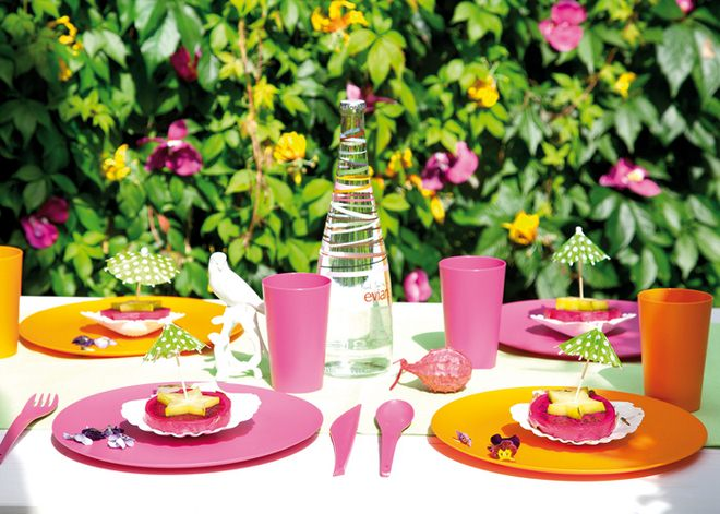 table-decoration-ideas-summer-cocktail-umbrellas-pineapple-stars
