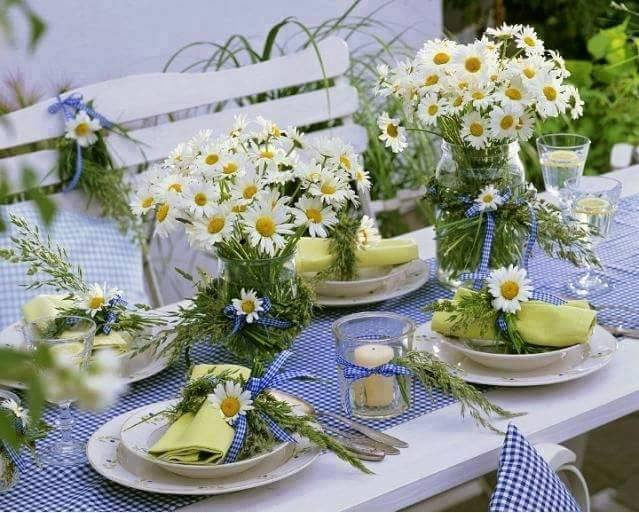table-decoration-ideas-summer-daisies-bouquets-blue-gingham-textiles