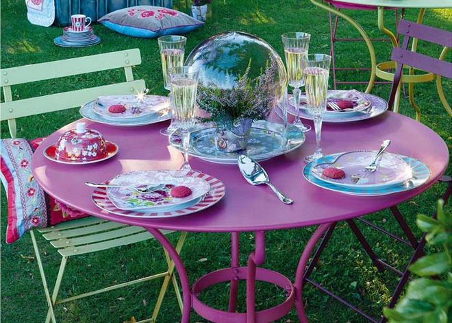 table-decoration-ideas-summer-garden-party-centerpiece-glass-cloche