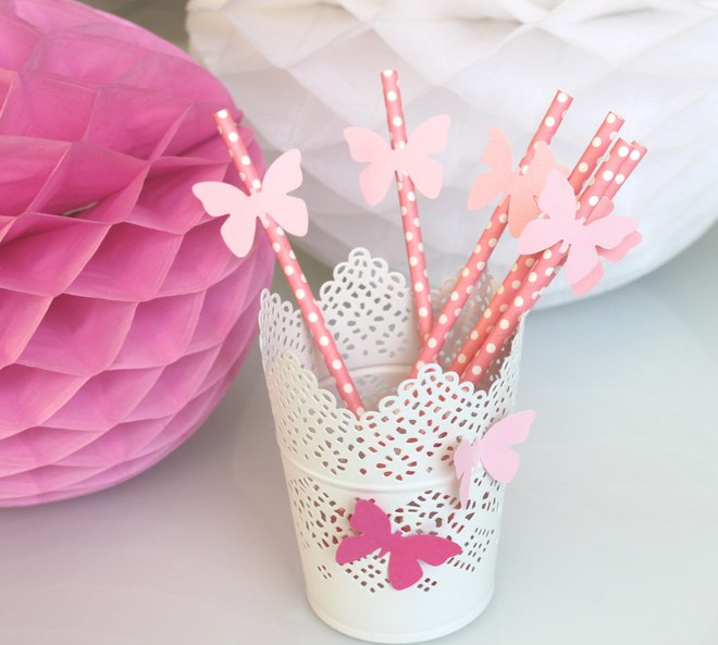 table-decoration-ideas-summer-pink-drinking-straws-paper-butterflies