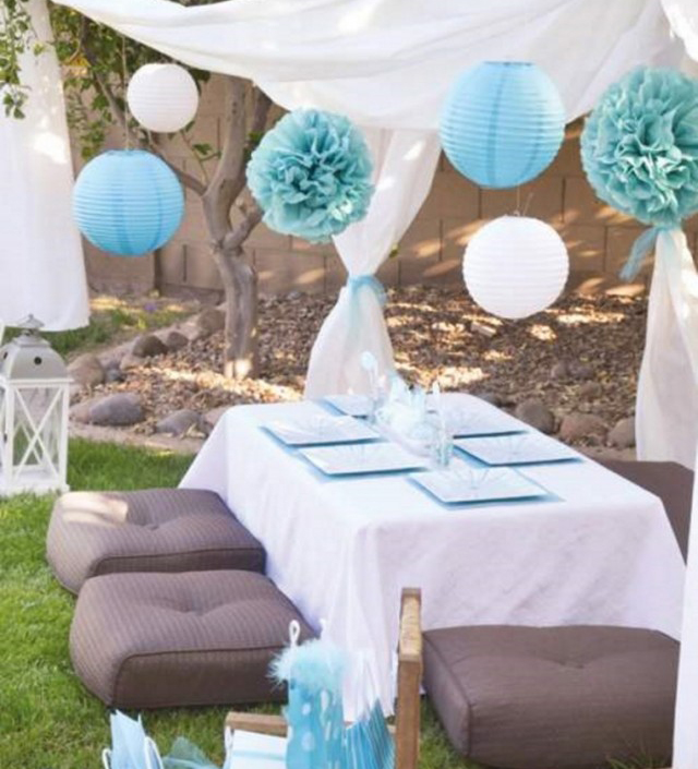 table-decoration-ideas-summer-pompoms-paper-lanterns