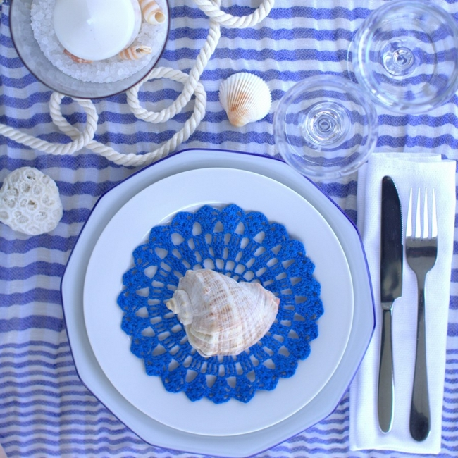 table-setting-beach-themed-party-sea-shells-rope