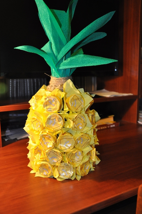 unique gift wrapping ideas wine bottle pineapple chocolates glue