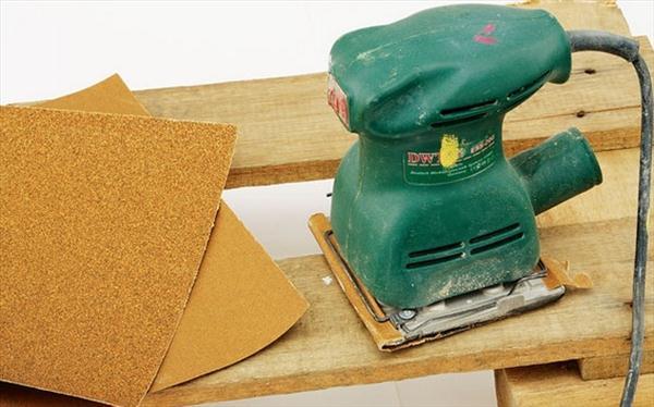 wood pallet projects garden swing sandpaper