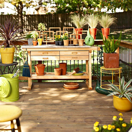 deck-decorating-ideas-gardening-tools-work-table-wood -