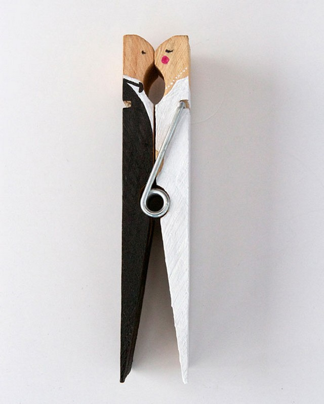 decorating clothespins fun kissing wedding couple