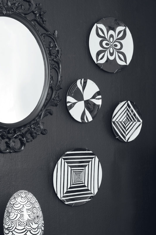 wall plates decor black white acrylic paint geometric pattern