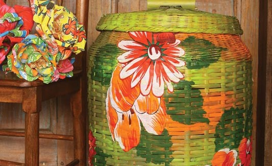 Decoupage with fabric – How to decorate a wicker clothes basket