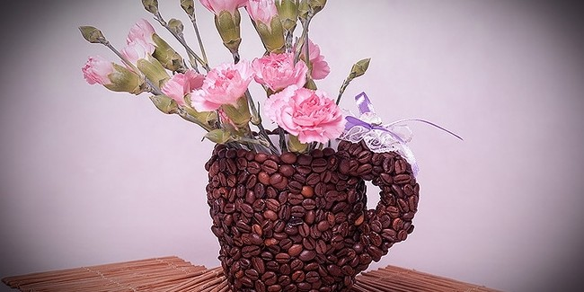 DIY birthday gift idea for coffee lovers – A heart topiary and a coffee mug