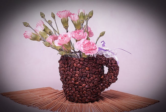 diy-birthday-gift-idea-coffee-mug-coffee-beans-flower-vase
