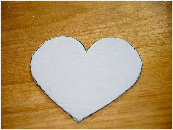 diy birthday gift idea heart stencil cardboard