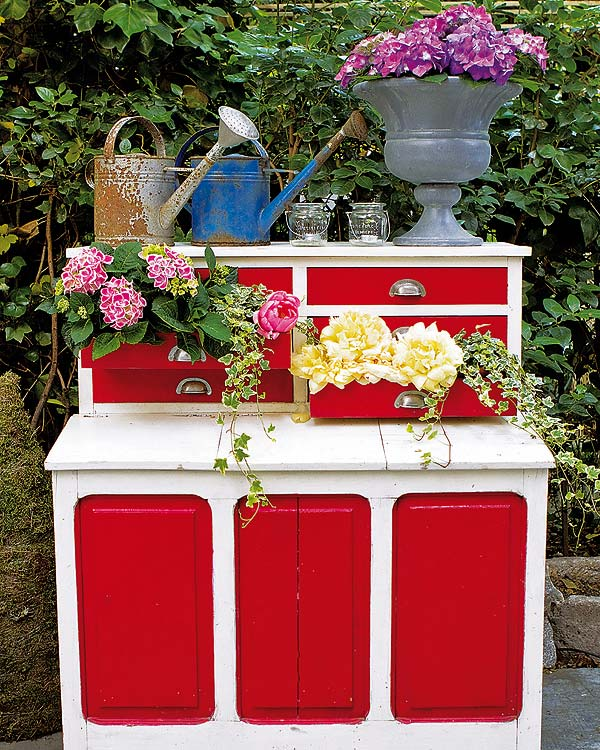Diy garden decorations ideas old chest of drawers butterflies