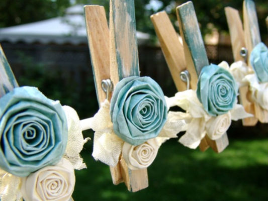 diy garden garlands crafts clothespins fabric roses blue white